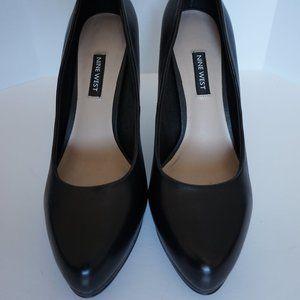 Black Leather Heels by Nine West - Size 7.5